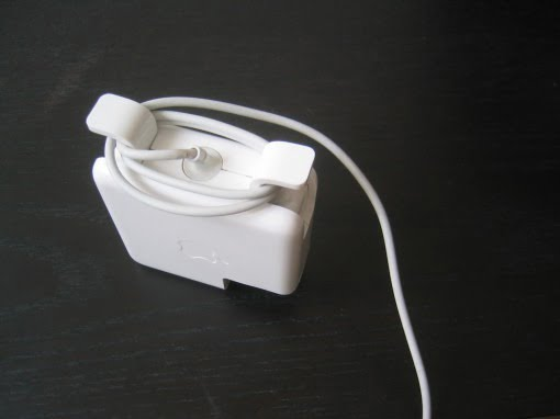 Kabel des Apple Netzteils richtig aufwickeln
