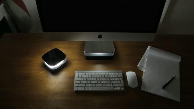 Es werde licht imac stand mit integrierter leuchte mac egg for Schreibtisch yosemite