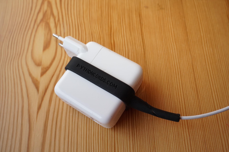Review pythoncords: Knickschutz für Apple Netzteile aus Silikon ...
