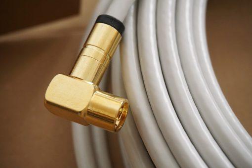 Fünffach geschirmtes Antennenkabel mit vergoldetem Stecker