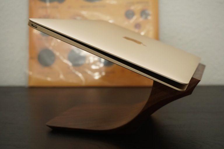Review: Wunderschöner Yohann MacBook (Pro) Walnuss Halter im Test