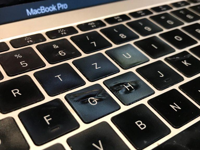 MacBook Pro mit geschmolzenen Tasten