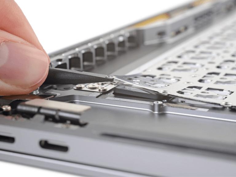 MacBook Pro 16″: Tastatur erneut mit Topcase vernietet